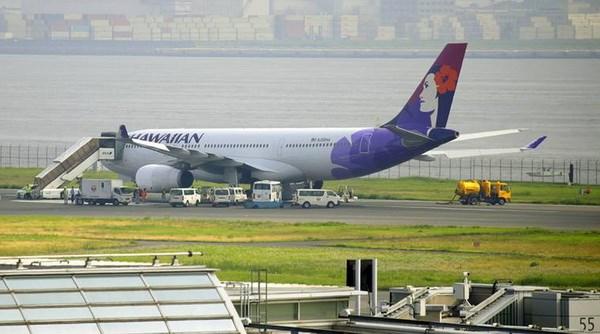 May bay cua hang Hawaiian Airlines ha canh khan cap o Tokyo hinh anh 1