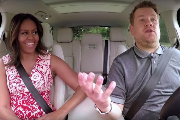 Ba Michelle Obama gay sot vi hat karaoke trong xe oto hinh anh 1