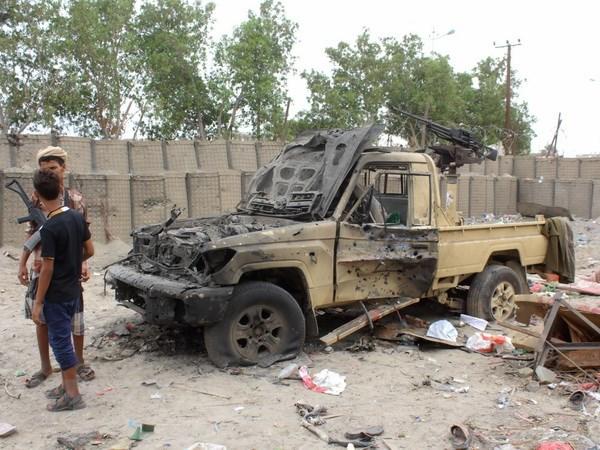Yemen: Danh bom xe khien 10 linh chong khung bo thiet mang hinh anh 1