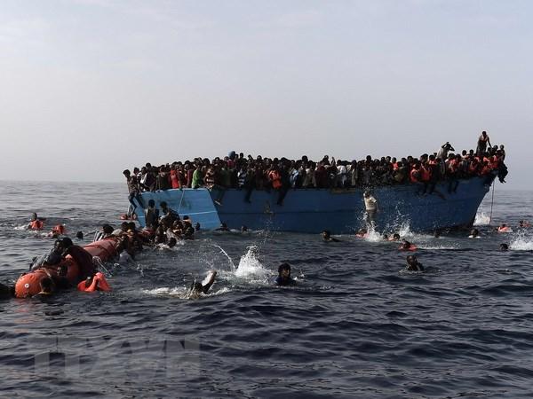 Gan 1.000 nguoi vuot bien vao chau Au duoc cuu ngoai khoi Libya hinh anh 1