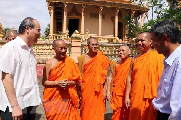 Chu tich MTTQ Nguyen Thien Nhan chuc Tet dong bao Khmer Soc Trang hinh anh 3