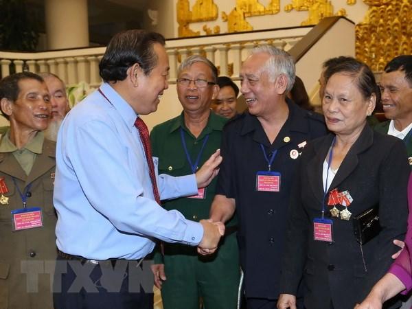 Pho Thu tuong Truong Hoa Binh tiep doan nguoi co cong tinh Kon Tum hinh anh 1