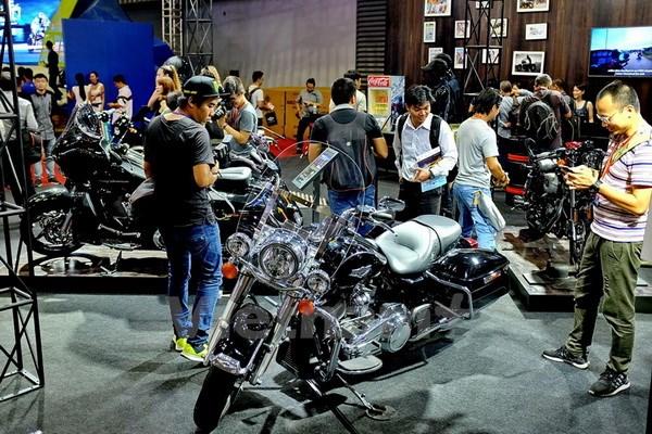 Tung bung khai mac trien lam moto xe may Viet Nam 2017 hinh anh 1