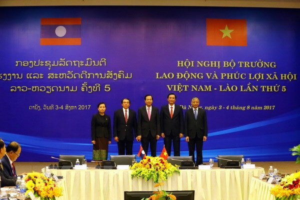 Viet Nam-Lao tang cuong hop tac ve lao dong, phuc loi xa hoi hinh anh 1