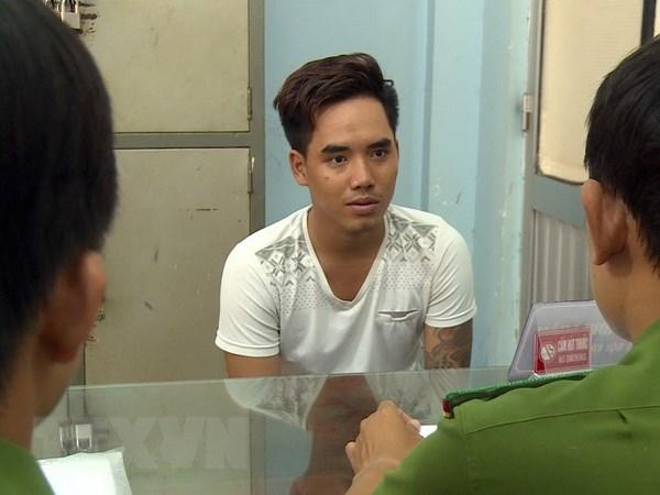 Soc Trang: Bat 2 doi tuong trom cho dung sung tu che ban cong an hinh anh 2