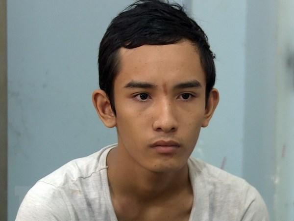 Soc Trang: Bat 2 doi tuong trom cho dung sung tu che ban cong an hinh anh 3