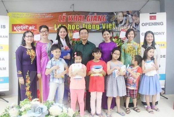 Phat trien phong trao hoc tieng Viet trong nguoi Viet Nam o nuoc ngoai hinh anh 1