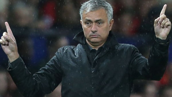 M.U thang Basel 3-0: Tro ghep hinh cua Jose Mourinho hinh anh 1