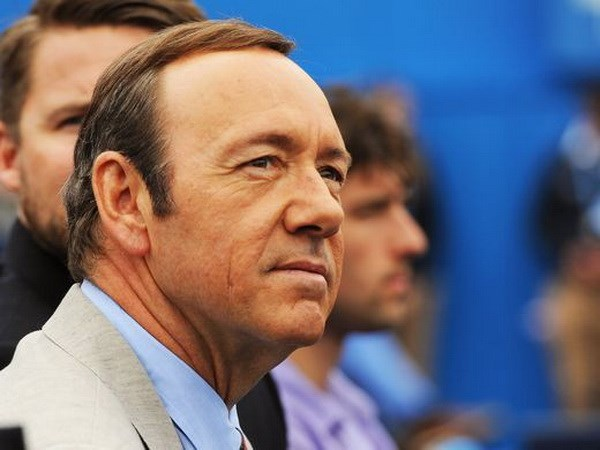 Netflix cat hop dong voi Kevin Spacey sau be boi tinh duc hinh anh 1