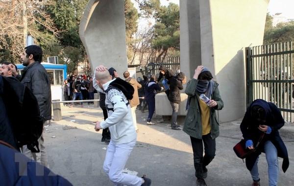 Iran bat gan 500 nguoi bieu tinh chong chinh phu tai thu do Tehran hinh anh 1