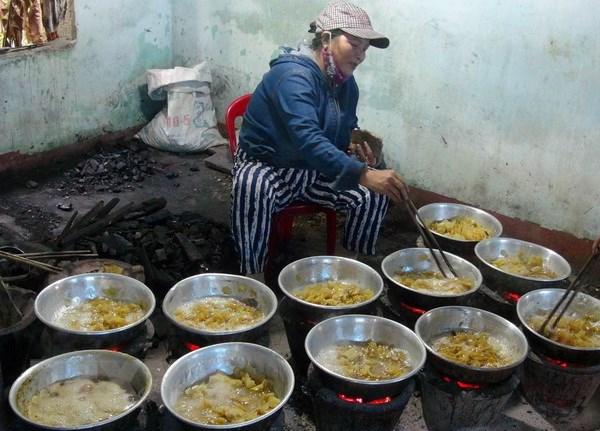 Quang Tri: Lang nghe mut gung My Chanh bat dau vao vu Tet hinh anh 1
