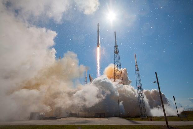 SpaceX phong ve tinh toi mat cua Chinh phu My len quy dao hinh anh 1