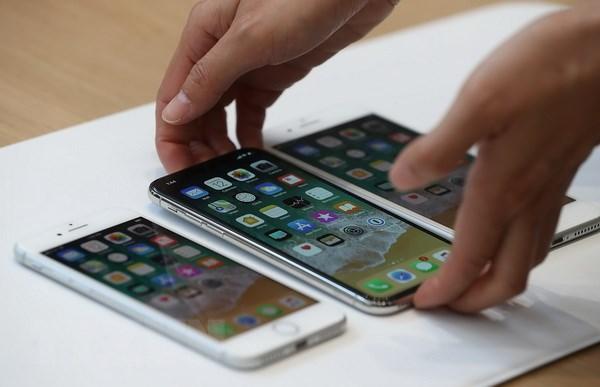 Apple bi dieu tra ve hanh vi giam hieu nang cac iPhone doi cu hinh anh 1