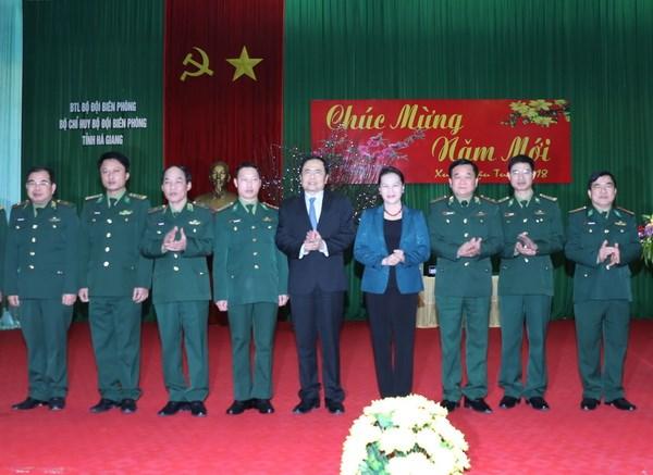 Chu tich Quoc hoi lam viec tai Bo Chi huy Bo doi bien phong Ha Giang hinh anh 1