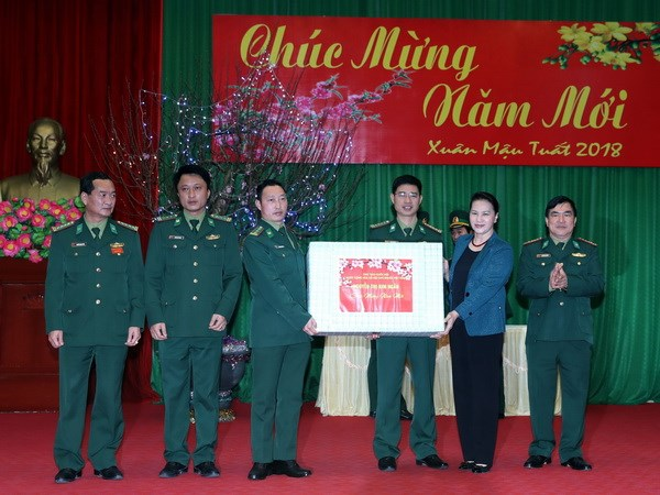 Chu tich Quoc hoi lam viec tai Bo Chi huy Bo doi bien phong Ha Giang hinh anh 2