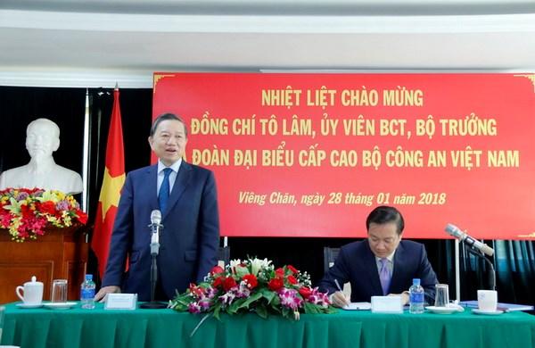 Bo truong To Lam lam viec voi can bo Dai su quan Viet Nam tai Lao hinh anh 1