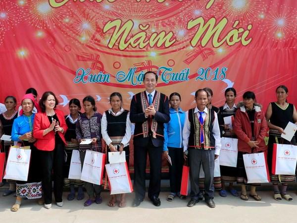 Chu tich nuoc Tran Dai Quang tham chuc Tet tai tinh Kon Tum hinh anh 3