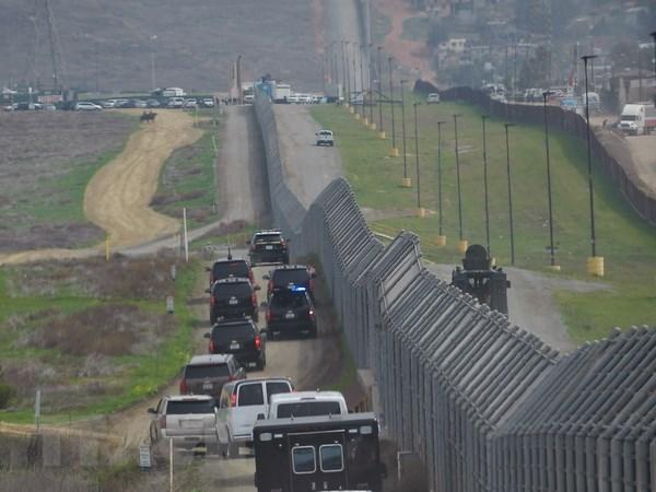 My: Bang Texas tang cuong 1.000 binh sy toi khu vuc giap gioi Mexico hinh anh 1