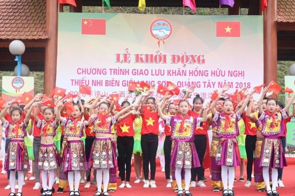 Giao luu Khan hong huu nghi thieu nhi bien gioi Lang Son-Quang Tay hinh anh 1