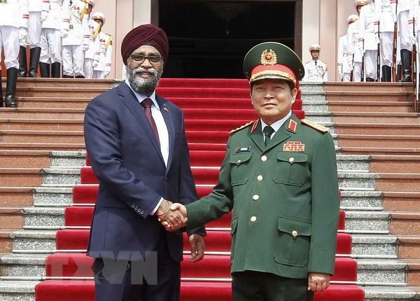 Bo truong Bo Quoc phong Canada tham chinh thuc Viet Nam hinh anh 1