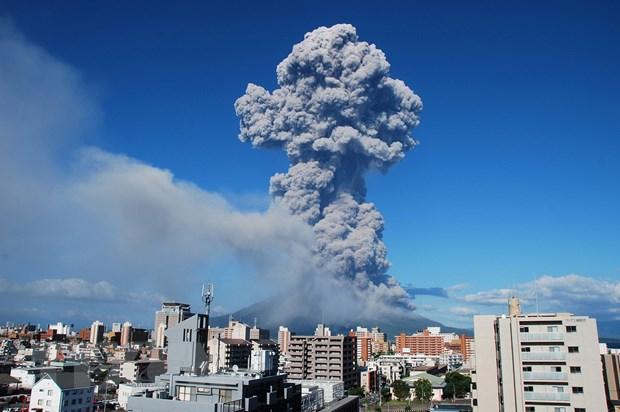 Nhat Ban: Nui lua Sakurajima phun trao du doi, tro bui boc cao 4.700m hinh anh 1