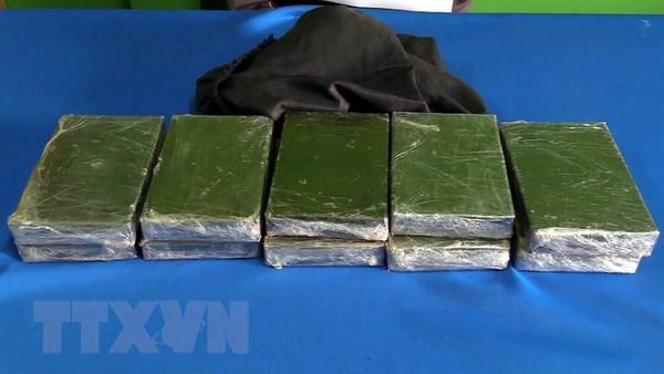 Cong an Lao Cai bat 2 doi tuong van chuyen trai phep 23 banh heroin hinh anh 1