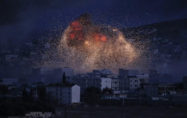 My bac tin khong kich vi tri quan doi Syria o Deir ez-Zor hinh anh 1