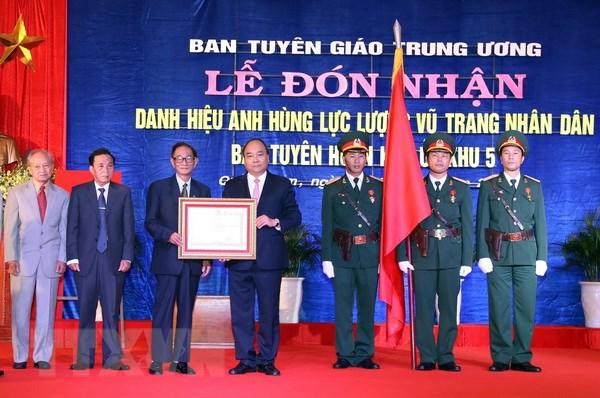 Ban Tuyen huan Khu uy Khu 5 don nhan danh hieu Anh hung hinh anh 1
