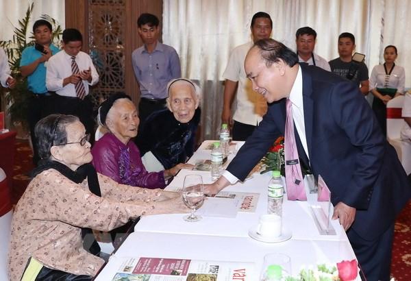 Ban Tuyen huan Khu uy Khu 5 don nhan danh hieu Anh hung hinh anh 2