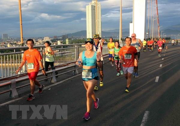 So van dong vien tranh tai Marathon quoc te Da Nang 2018 tang dot bien hinh anh 1