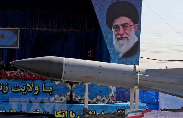 Quan doi Iran nang cap nhieu loai vu khi gan tren truc thang hinh anh 1