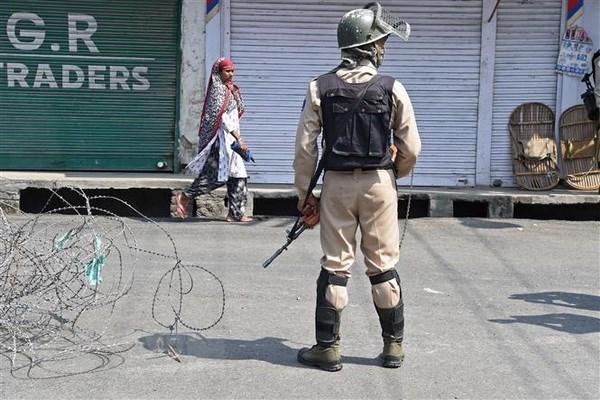 An Do: Tan cong khung bo vao don canh sat tai Jammu va Kashmir hinh anh 1