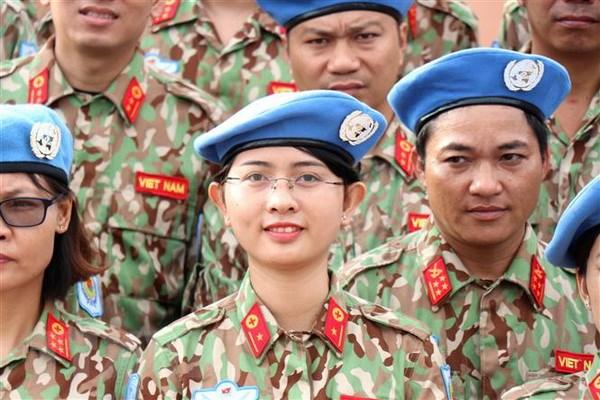 Luc luong gin giu hoa binh Viet Nam: Linh Cu Ho voi ban be quoc te hinh anh 2