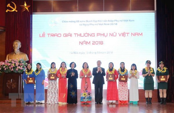 15 tap the, ca nhan nhan Giai thuong Phu nu Viet Nam nam 2018 hinh anh 1