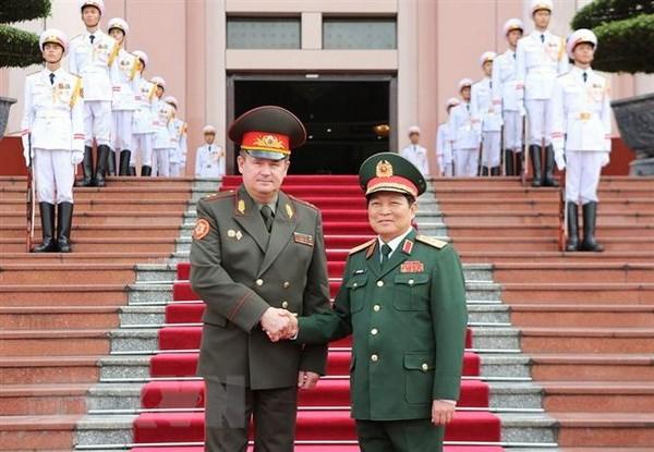 Bo truong Quoc phong Cong hoa Belarus tham chinh thuc Viet Nam hinh anh 1