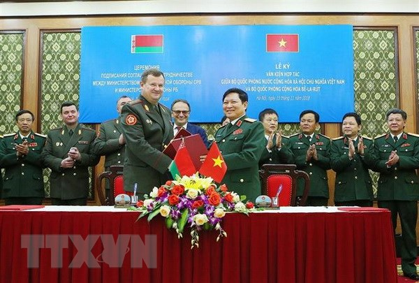 Bo truong Quoc phong Cong hoa Belarus tham chinh thuc Viet Nam hinh anh 2