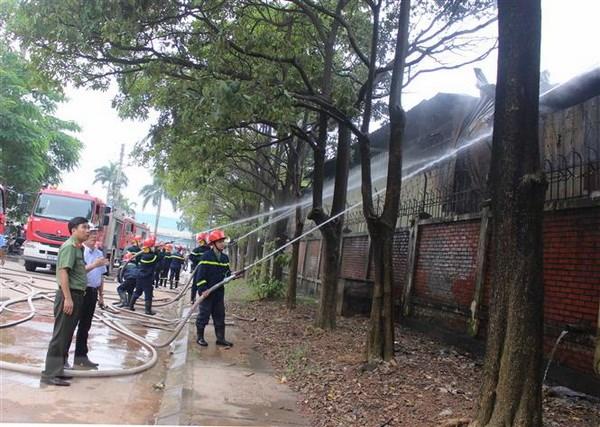 Vinh Phuc: Nhan vien dot gas bat can, ca kho son boc chay hinh anh 1