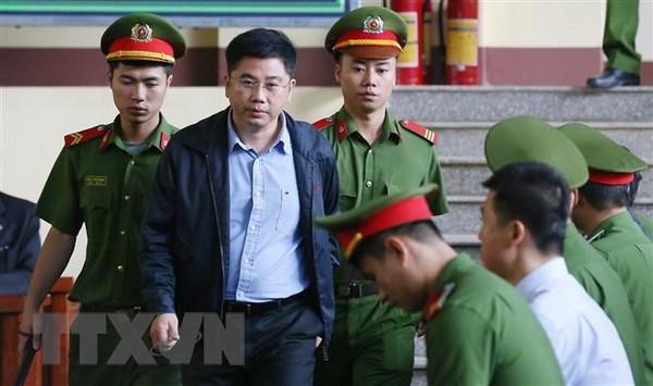 Vu danh bac nghin ty: Bi cao Phan Van Vinh len buc xet hoi hinh anh 2