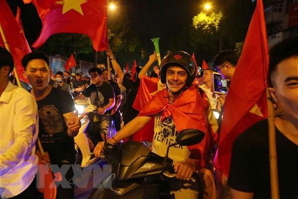Truyen thong Han Quoc an tuong ve khong khi bong da tai Viet Nam hinh anh 1