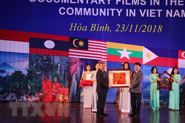 Trien lam Anh va Phim Phong su-tai lieu trong cong dong ASEAN hinh anh 2