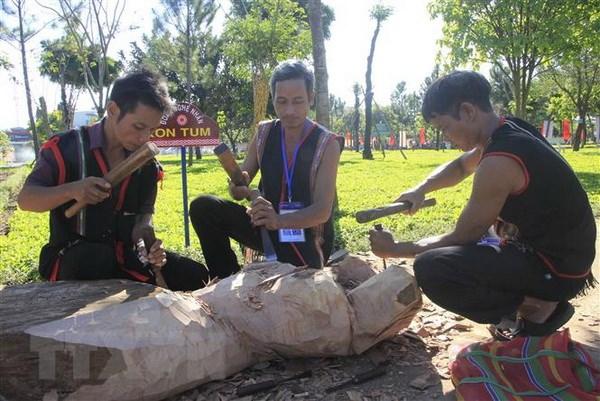 Tung bung Festival van hoa cong chieng Tay Nguyen 2018 hinh anh 1