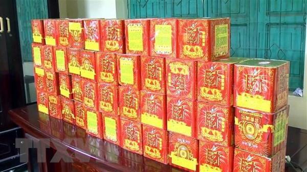 Nghe An: Bat giu doi tuong van chuyen trai phep gan 500kg phao hinh anh 1