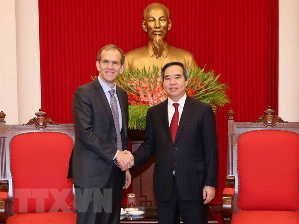 Truong ban Kinh te Trung uong tiep Pho Chu tich cua Tap doan Google hinh anh 1