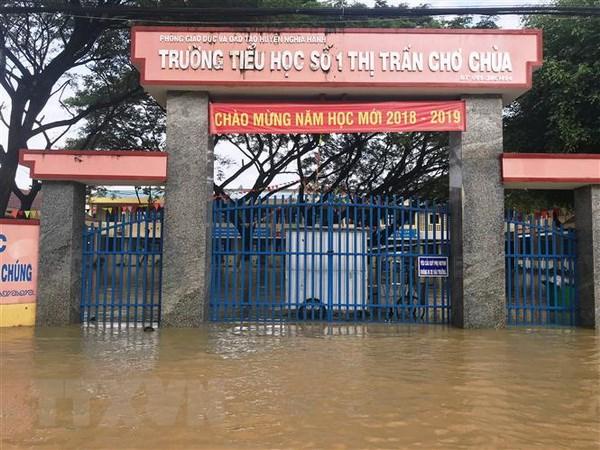 Quang Ngai: Hon 15.000 hoc sinh tiep tuc nghi hoc do mua lu hinh anh 1
