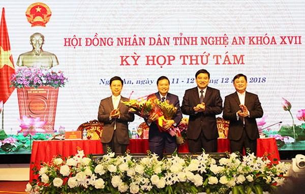 Ong Le Hong Vinh duoc bau lam Pho Chu tich UBND tinh Nghe An hinh anh 1