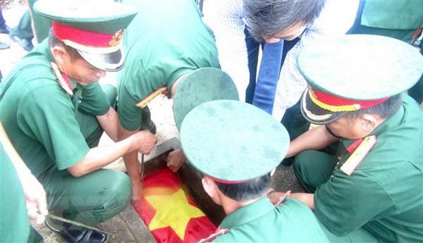 An tang 30 hai cot liet sy quan tinh nguyen Viet Nam hy sinh tai Lao hinh anh 1