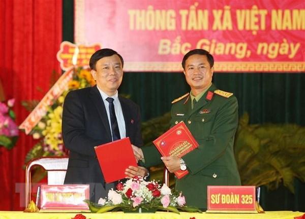 Trung tam Truyen hinh Thong tan ket nghia voi Su doan 325 hinh anh 1