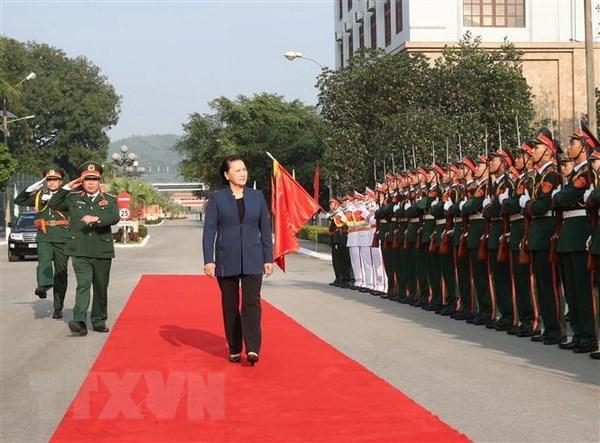 Chu tich Quoc hoi Nguyen Thi Kim Ngan tham Bo Tu lenh Quan khu 1 hinh anh 1