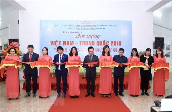 Khai mac trien lam anh 'An tuong Viet Nam-Trung Quoc 2018' hinh anh 2