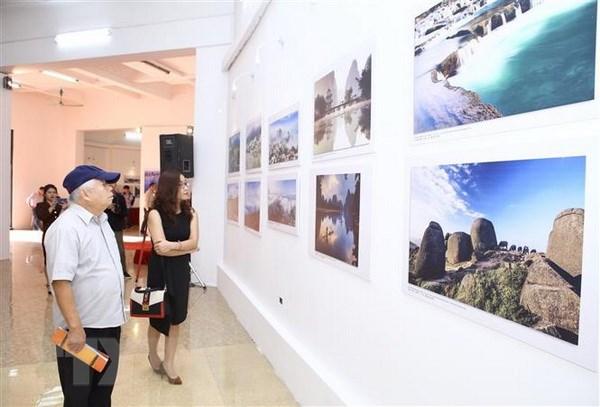 Khai mac trien lam anh 'An tuong Viet Nam-Trung Quoc 2018' hinh anh 4